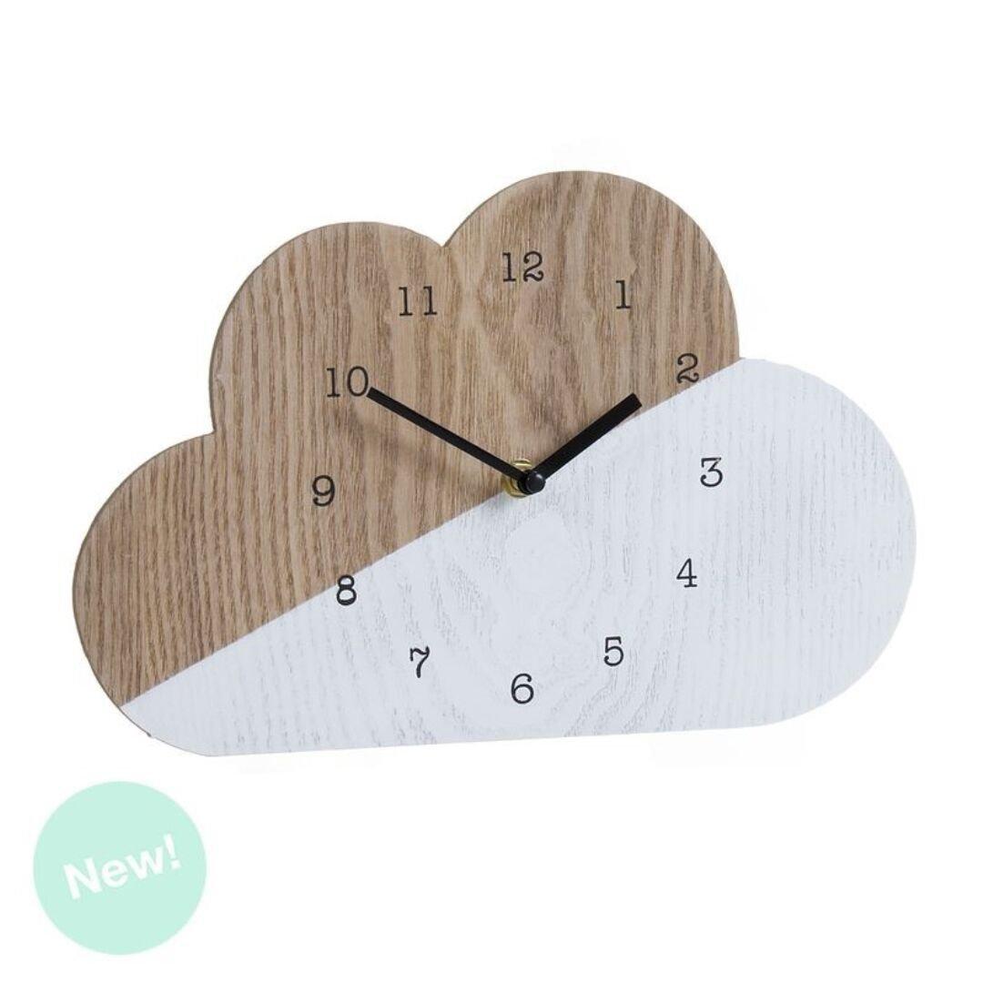 Reloj de madera con forma de nube